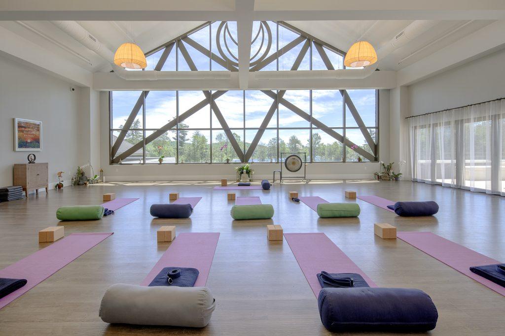 yo1 yoga room - best wellness resorts and retreats in new york
