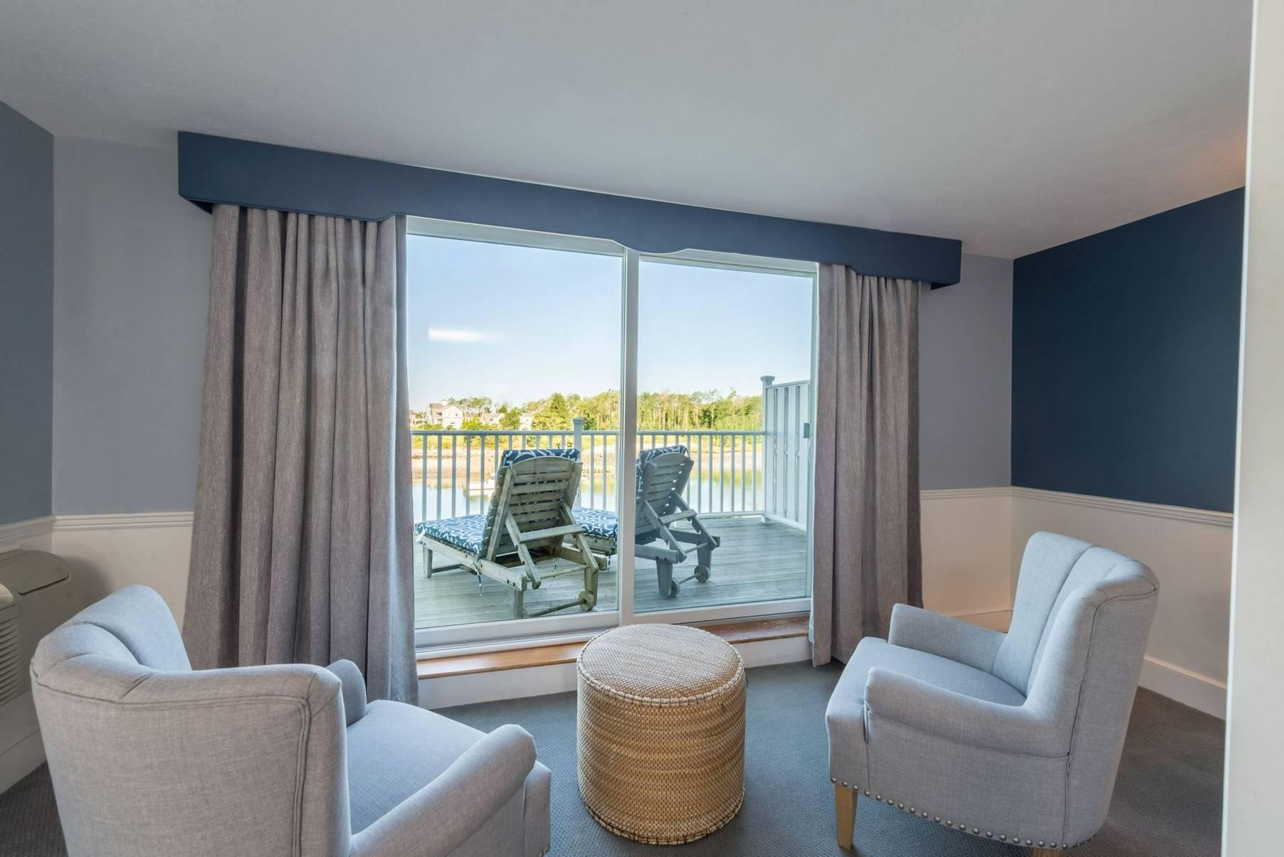 Breakwater Inn & Spa Suite