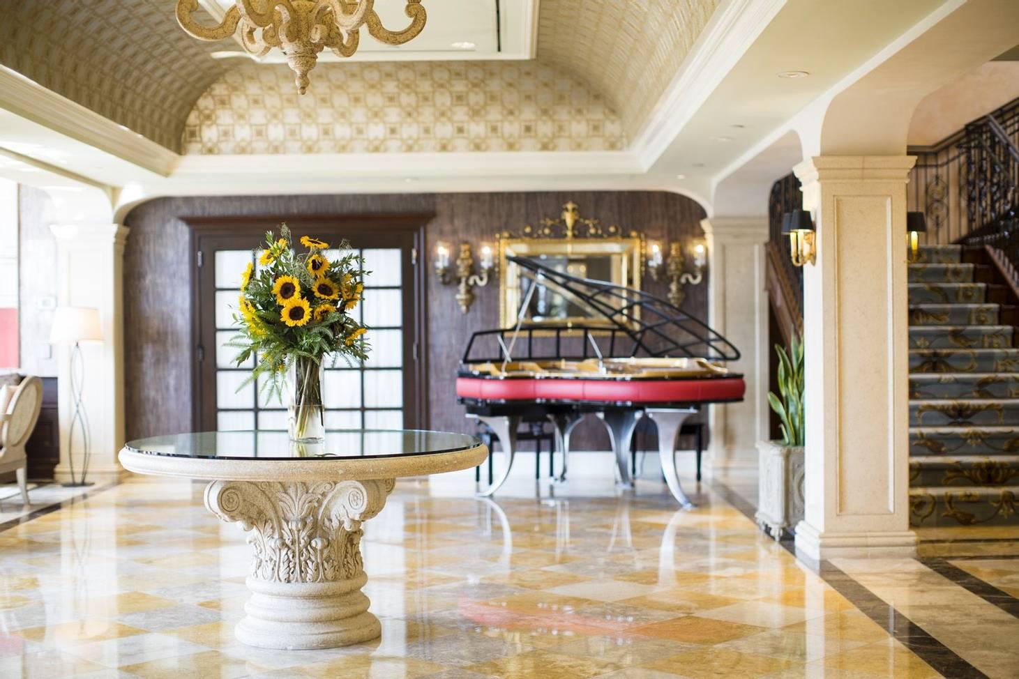 Delamar Greenwich Harbor Piano